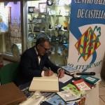 SEBASTIAN PAZ, ASINANDO LIBRO DE HONRA